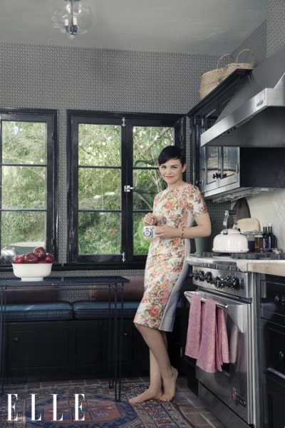 Ginnifer Goodwin dans sa cuisine à L.A. Photo: Hilary Walsh pour ELLE