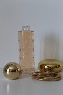 Flacon parfum factice Courrèges.